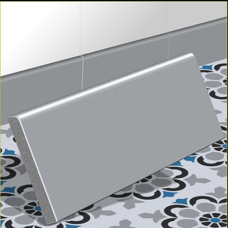 zementfliesen sockel sockelleiste grau silbergrau sockelfliese. Black Bedroom Furniture Sets. Home Design Ideas