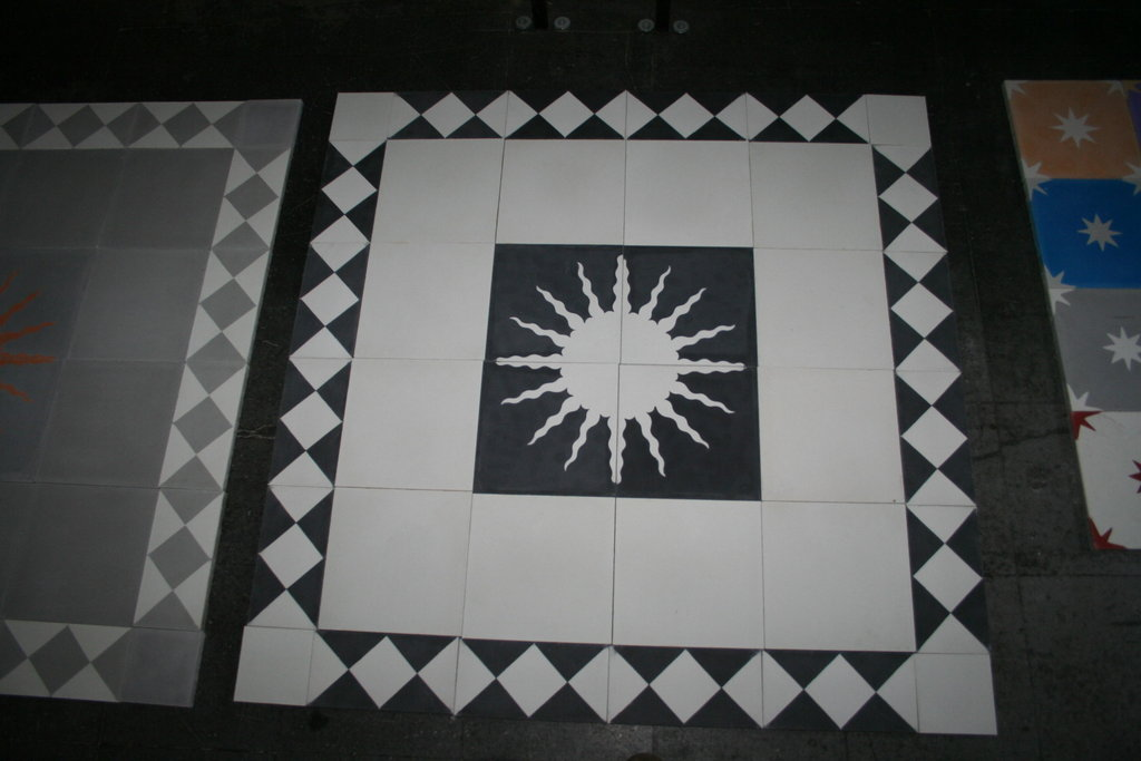 zementfliesen sonne schwarz weiss spanische fliesen. Black Bedroom Furniture Sets. Home Design Ideas