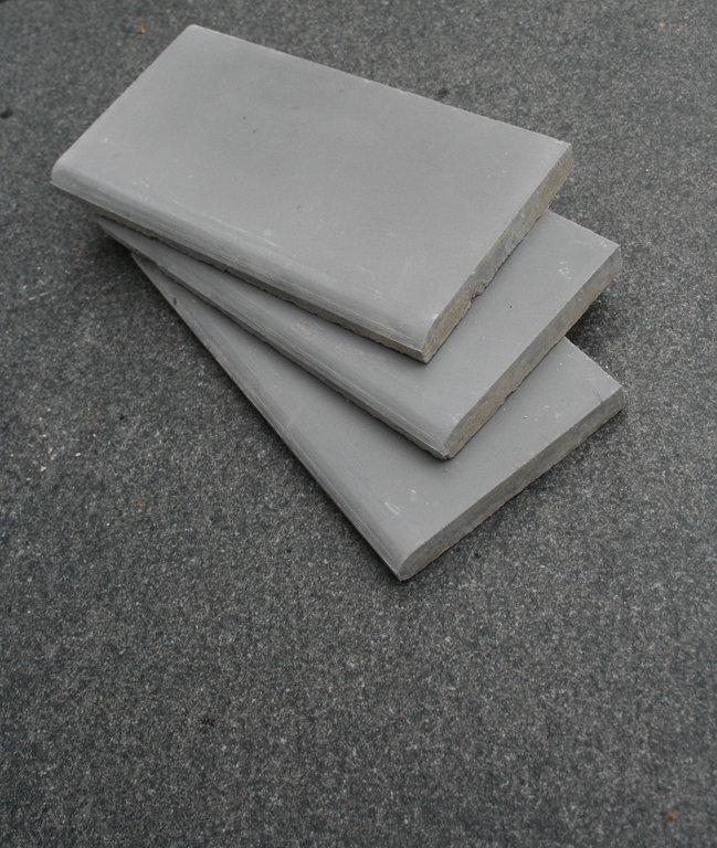 sockelfliese silbergrau sockelleisten zementfliesen grau sockel. Black Bedroom Furniture Sets. Home Design Ideas